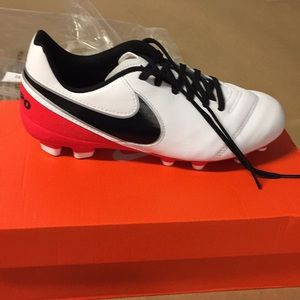 Nike Jr Soccer Cleats Tiempo Legend 5Y Youth 0199